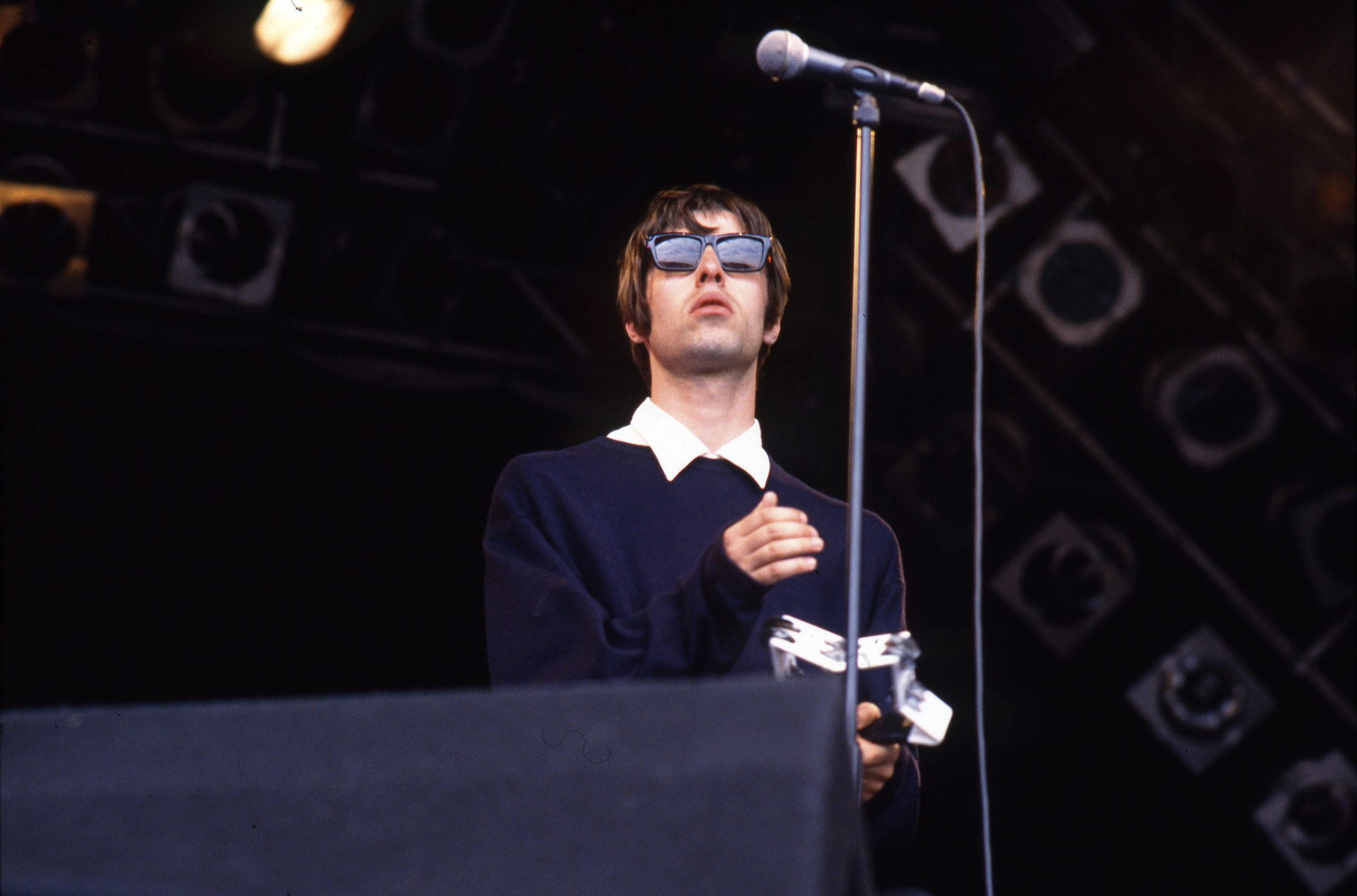 This was the first presentation of Oasis in Top Of The Pops
