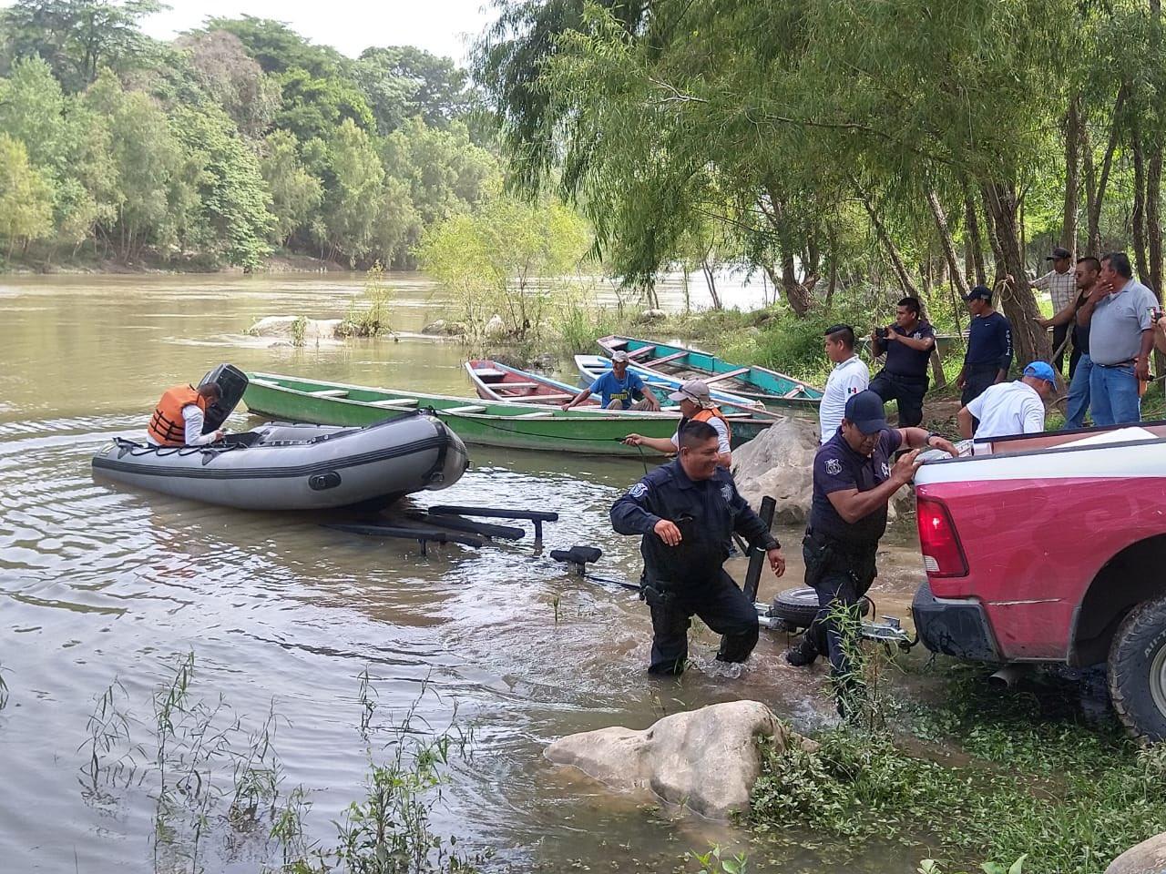 Encuentran cuerpo de un hombre que cayó con su hijo a un río en San Luis Potosí; buscan al menor