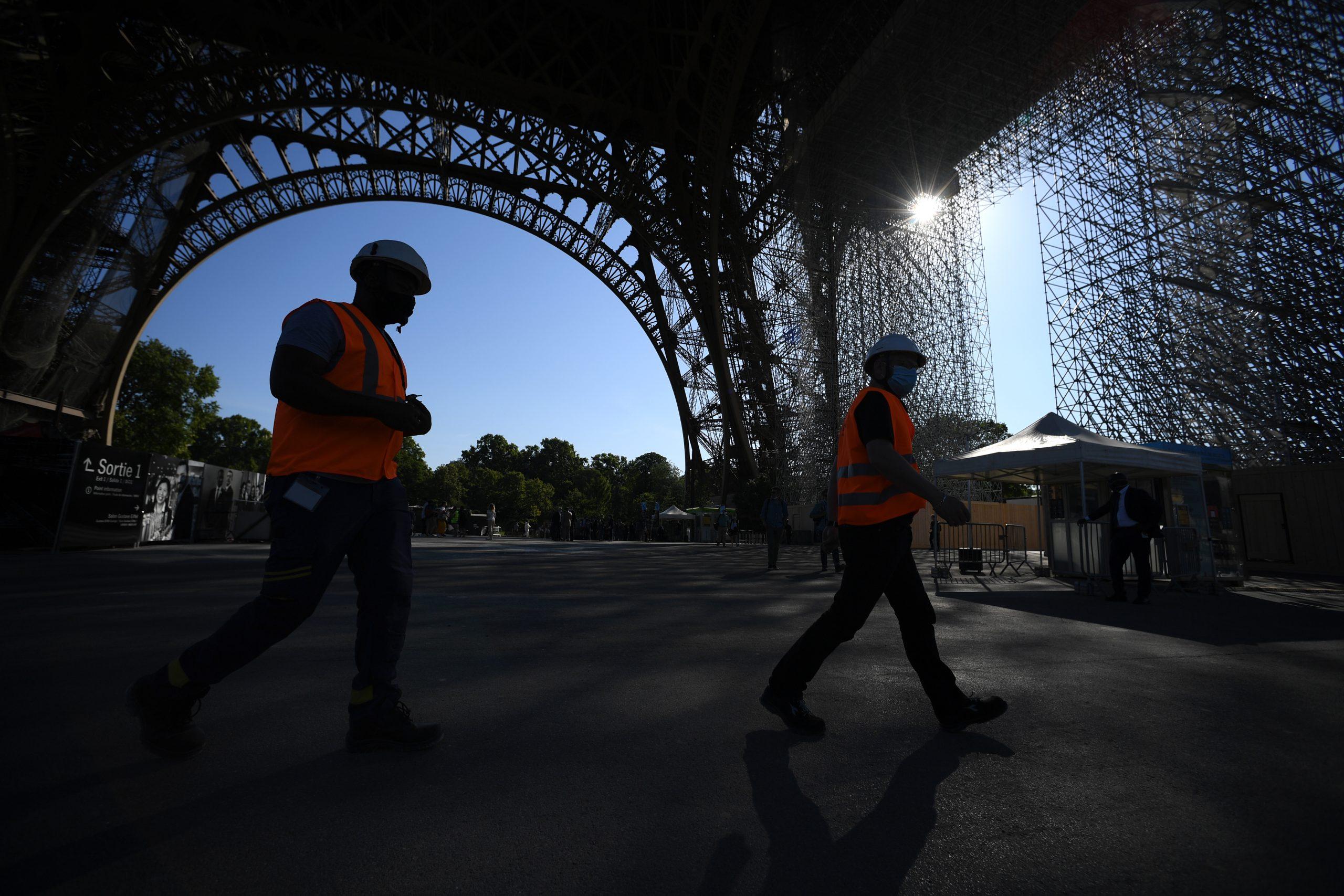 La Torre Eiffel reabre sus puertas tras casi tres meses de cierre