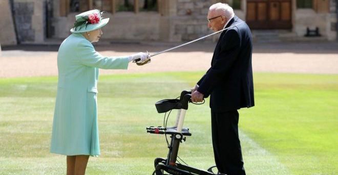 ¡Sir Tom Moore! Abuelito que recaudó 750 millones de pesos para el coronavirus es nombrado Caballero de Inglaterra