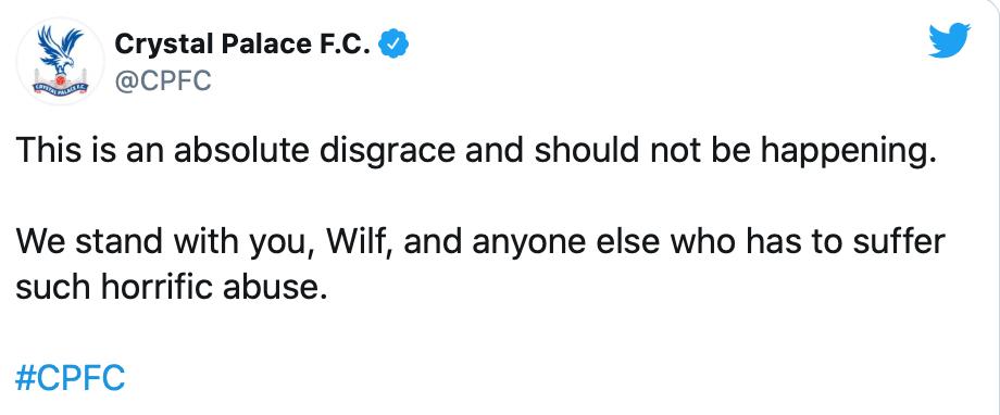 Wilfried Zaha del Crystal Palace denunció amenazas e insultos racistas de un fan del Aston Villa