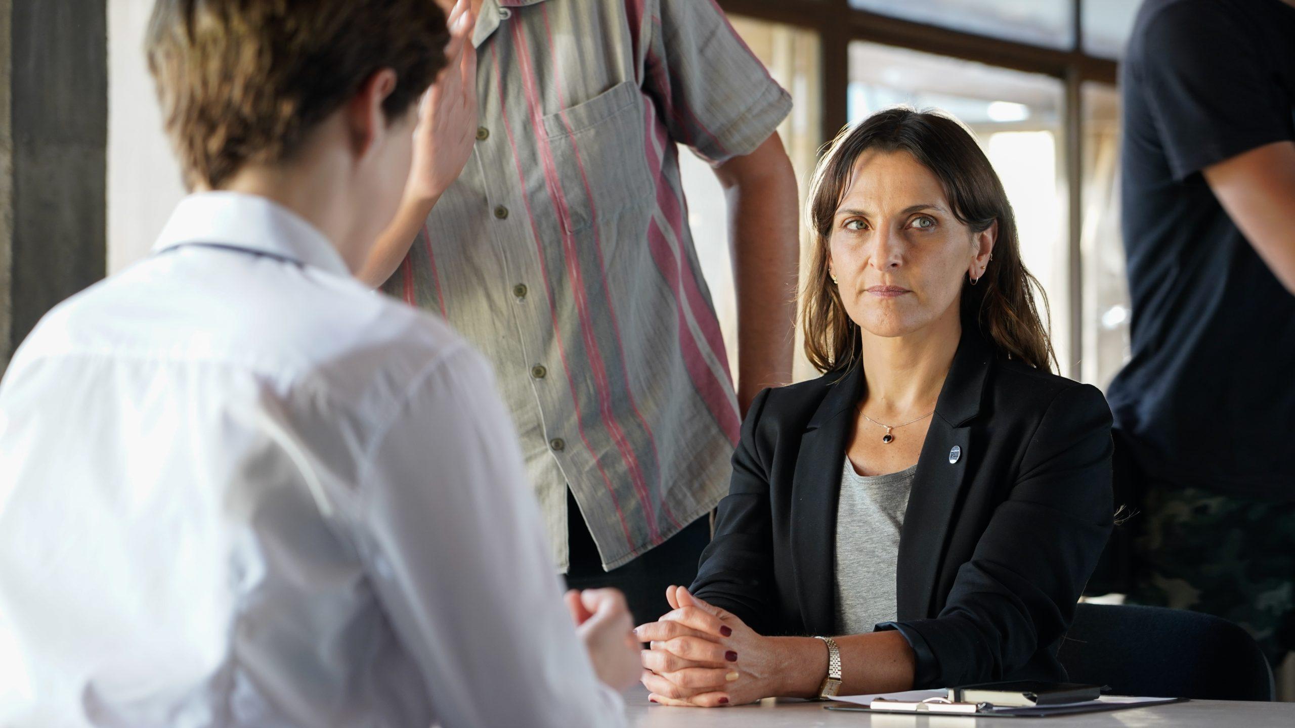 Antonia Zegers como la comisario Olivia Fernández en 'La Jauría'.