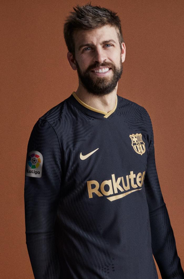 ¡Qué elegancia! Barcelona presentó su segundo uniforme para la temporada 2020-2021