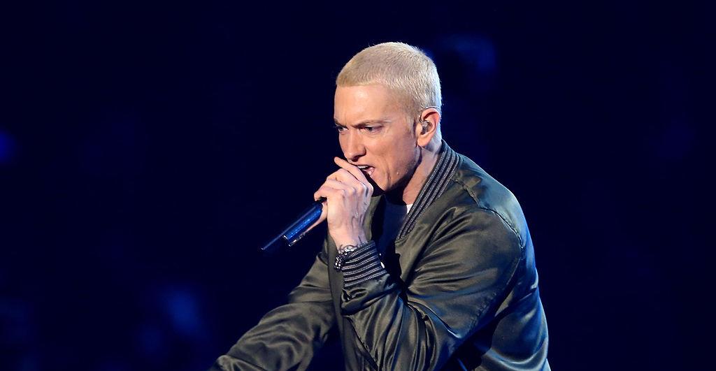 Eminem le tira con todo a los que no usan cubrebocas en su nueva canción