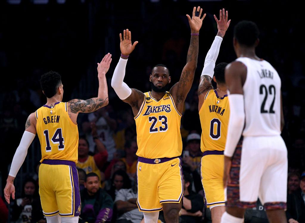 Protestan contra el racismo en regreso de la NBA