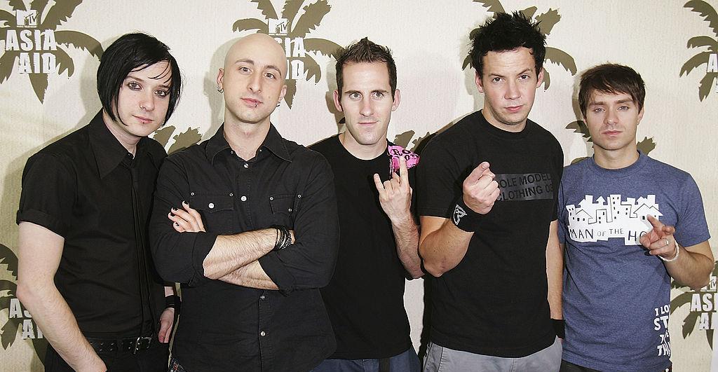 Bajista de Simple Plan se retira de la banda tras acusaciones de conducta sexual inapropiada