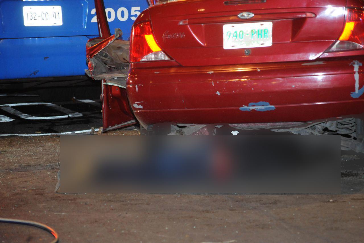 Dos hombres pierden la vida al chocar contra un trolebús cerca de Plaza Garibaldi