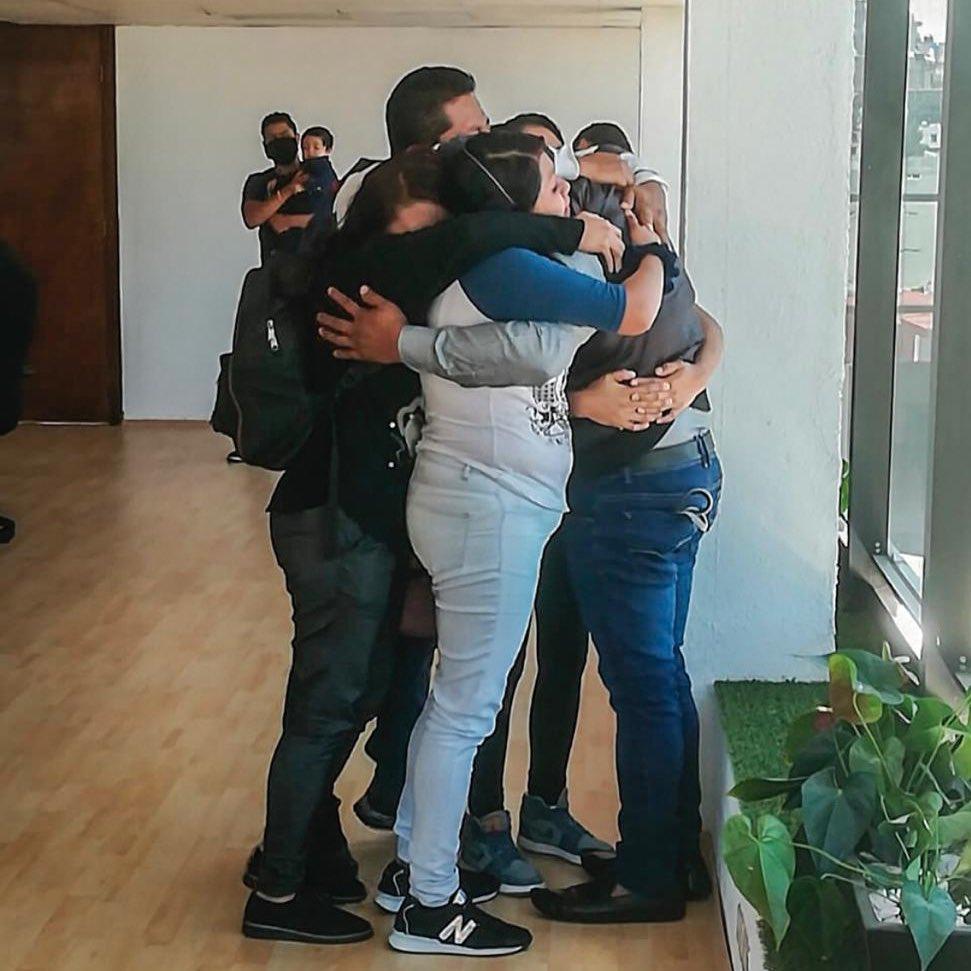Como de película: Hombre de CDMX se reencuentra con su familia después de 30 años