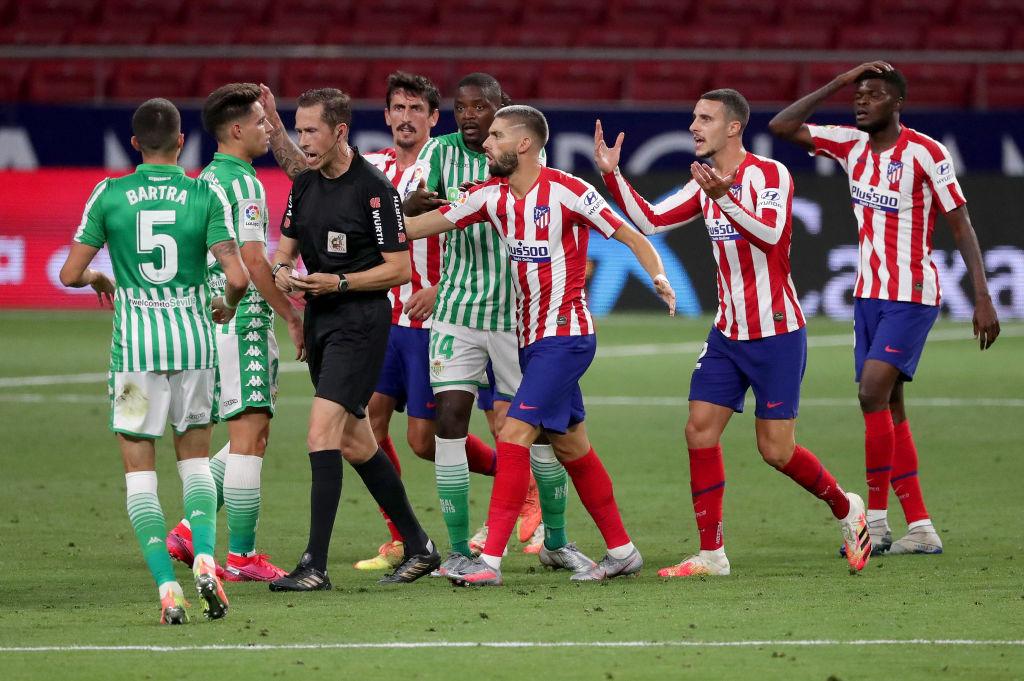 Goles anulados, lesionados y expulsados: Así fue el 'duelo de mexicanos' entre Atlético de Madrid y Betis