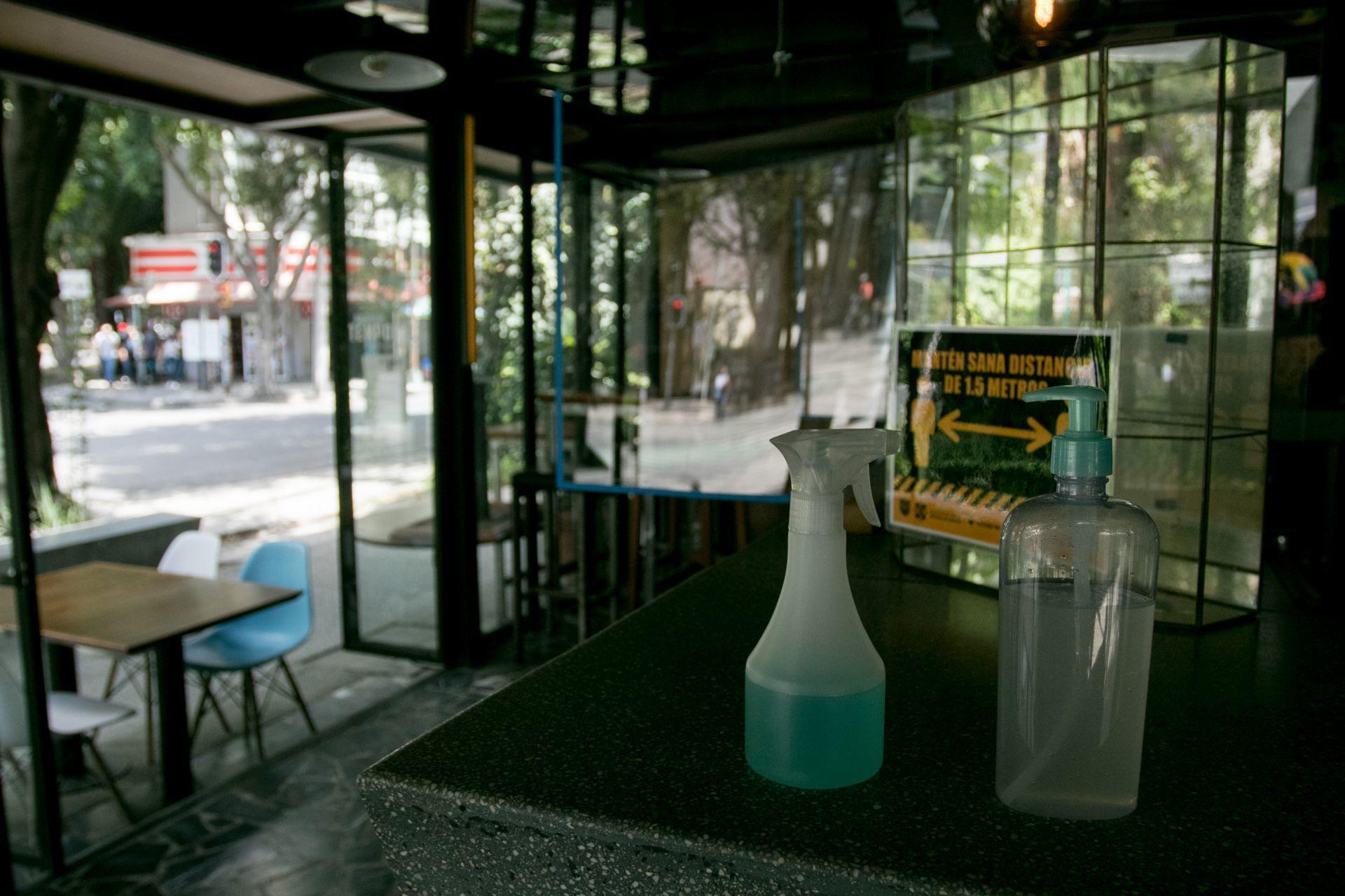 15 imágenes que muestran cómo entró la 'nueva normalidad' a los restaurantes de la CDMX