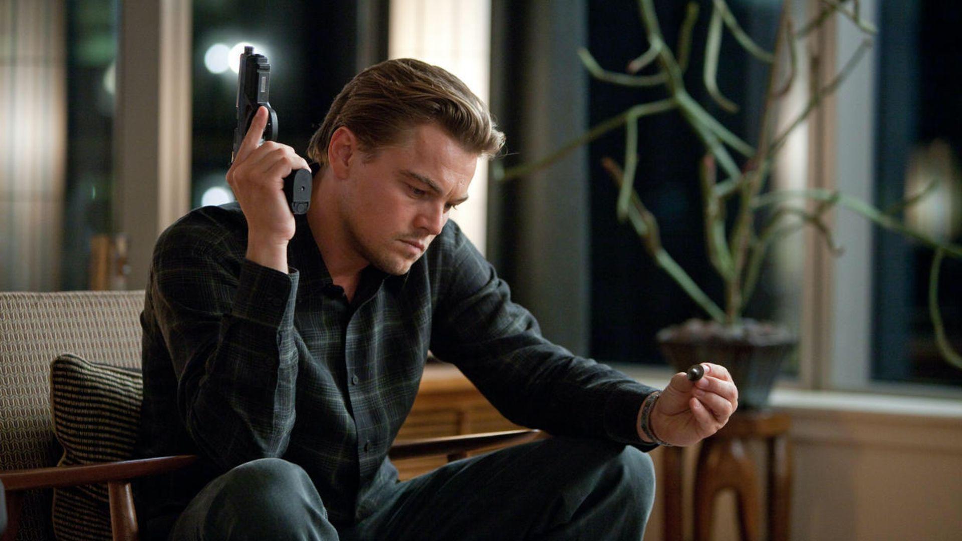 Dom Cobb, interpretado por Leonardo DiCaprio, realiza extracción de ideas en 'Inception'.