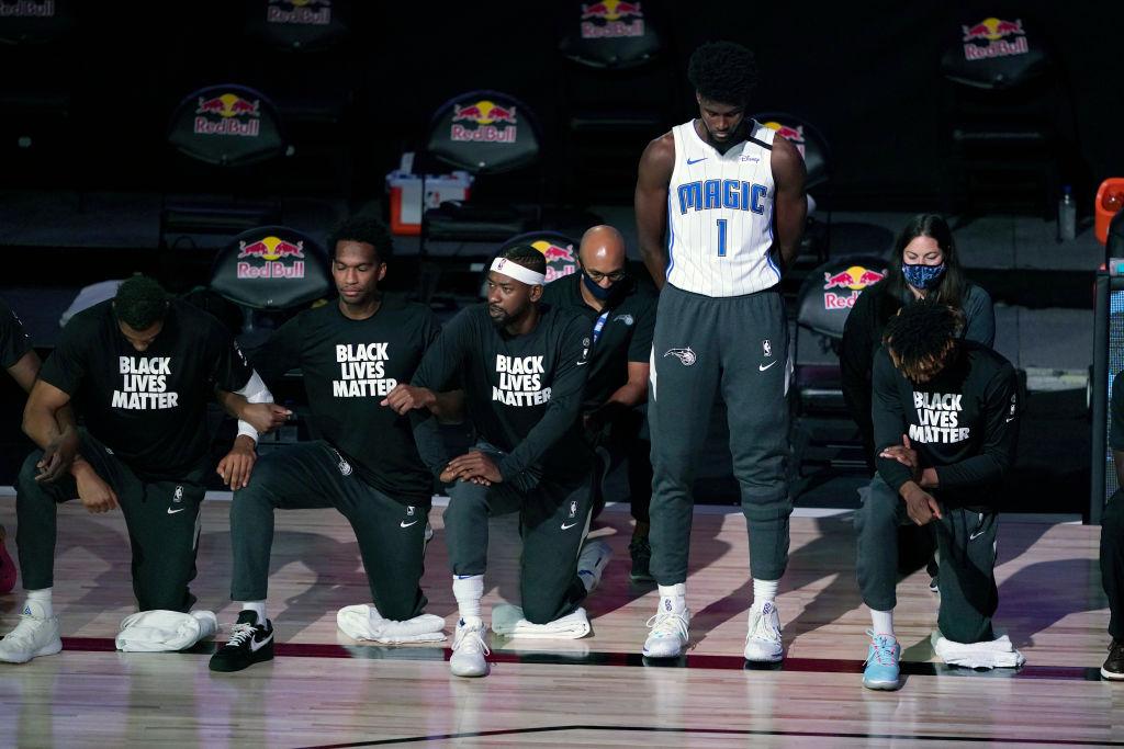 NBA: Jonathan Isaac, el primero que no se arrodilla y evita el Black Lives Matter
