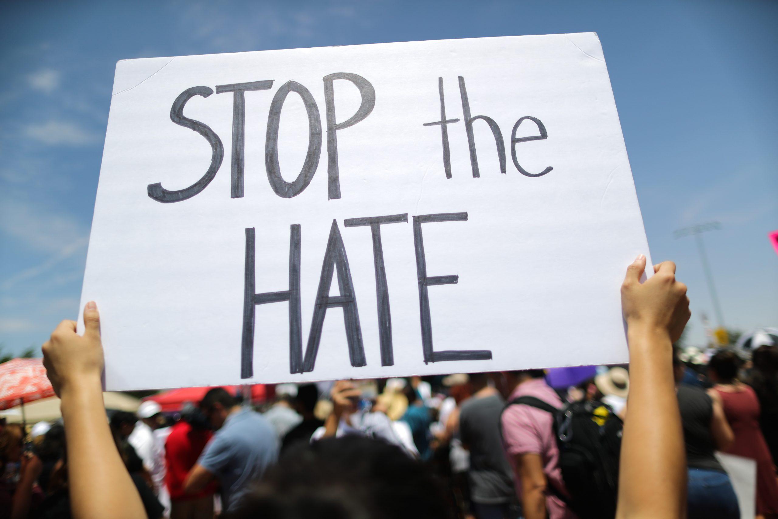 """""""Eres un criminal"""": Mexicano es víctima de racismo al entrar a su casa en Estados Unidos"""