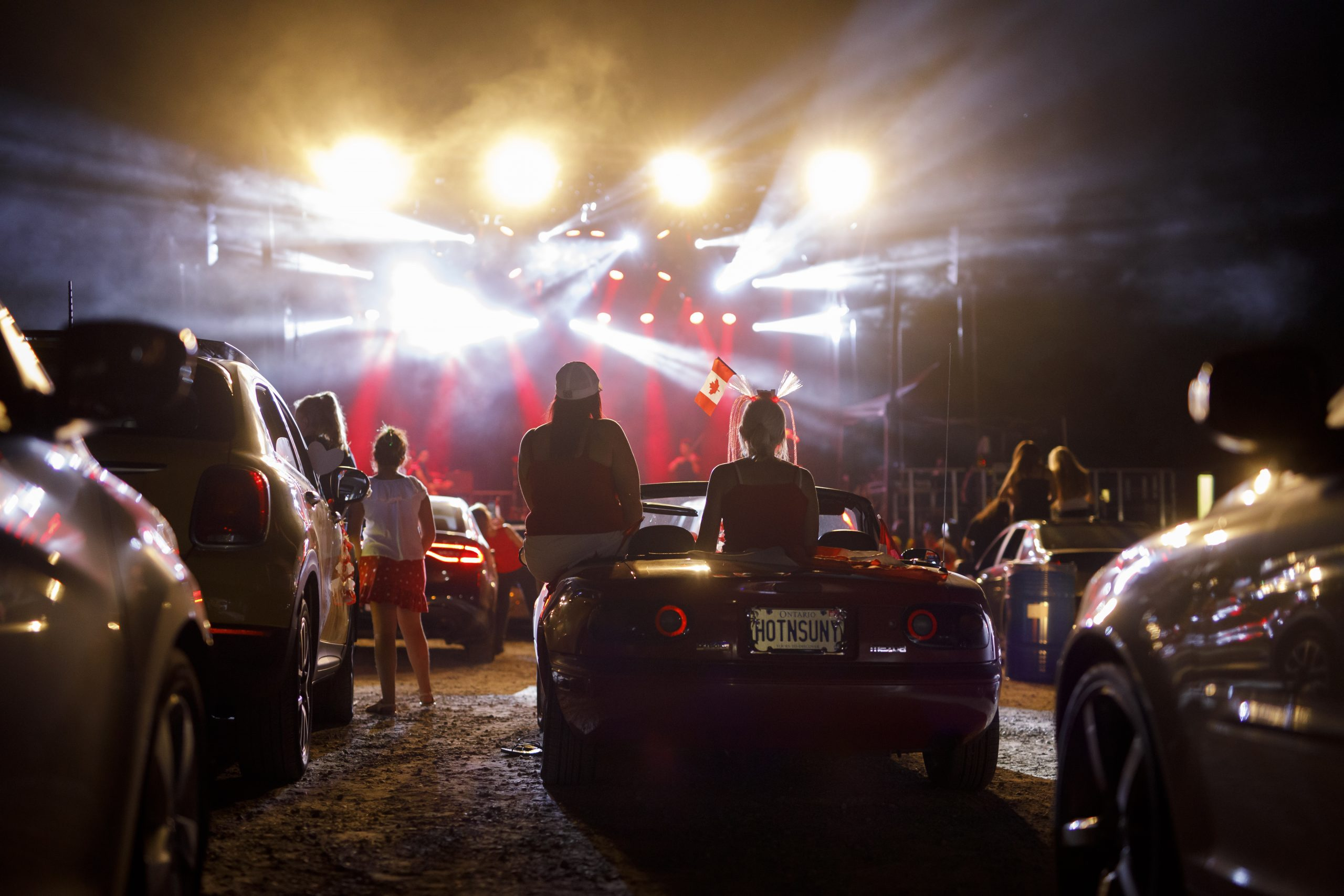 Con sana distancia: The Libertines, Two Door Cinema Club y Supergrass darán shows con público en vivo