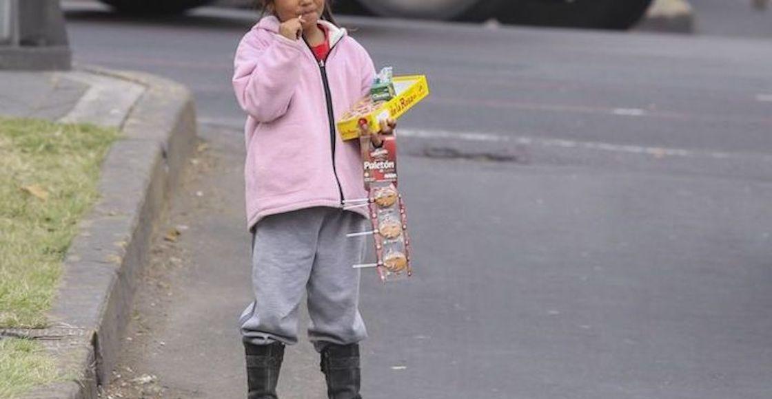 niña-vende-dulces