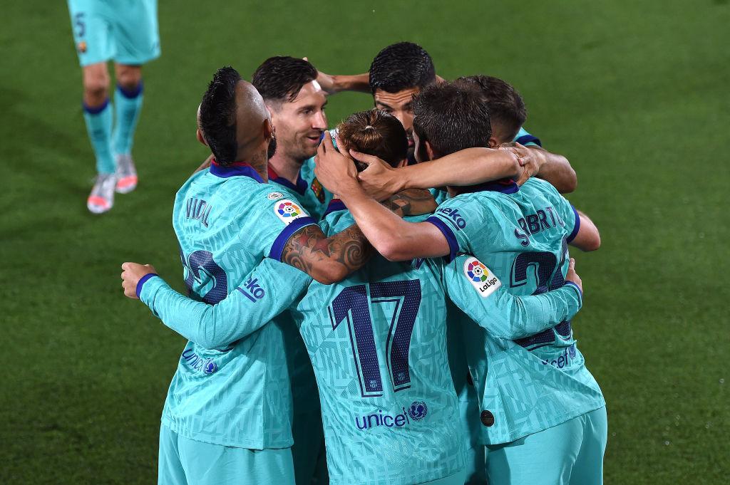 Barcelona puso fin a la racha del Villarreal y sigue 'con vida' en La Liga Española