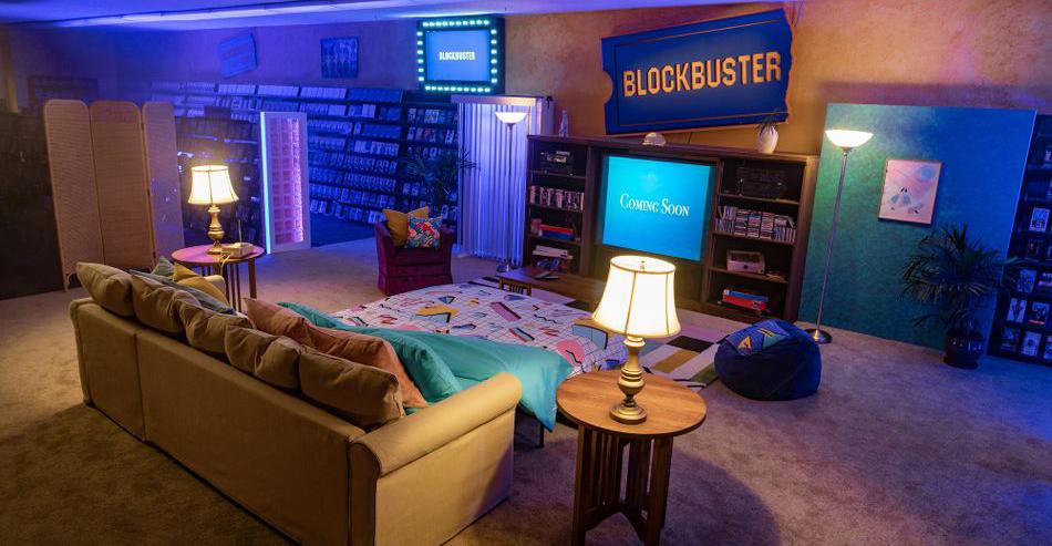 ¡Noche de películas! Convierten el último Blockbuster en un Airbnb