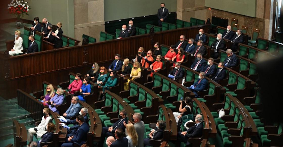 Diputadas-protesta-lgbti-polonia