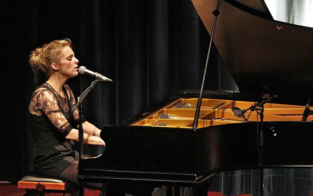 Agnes Obel: El piano y la voz que te llevarán al lugar más bello de la oscura soledad