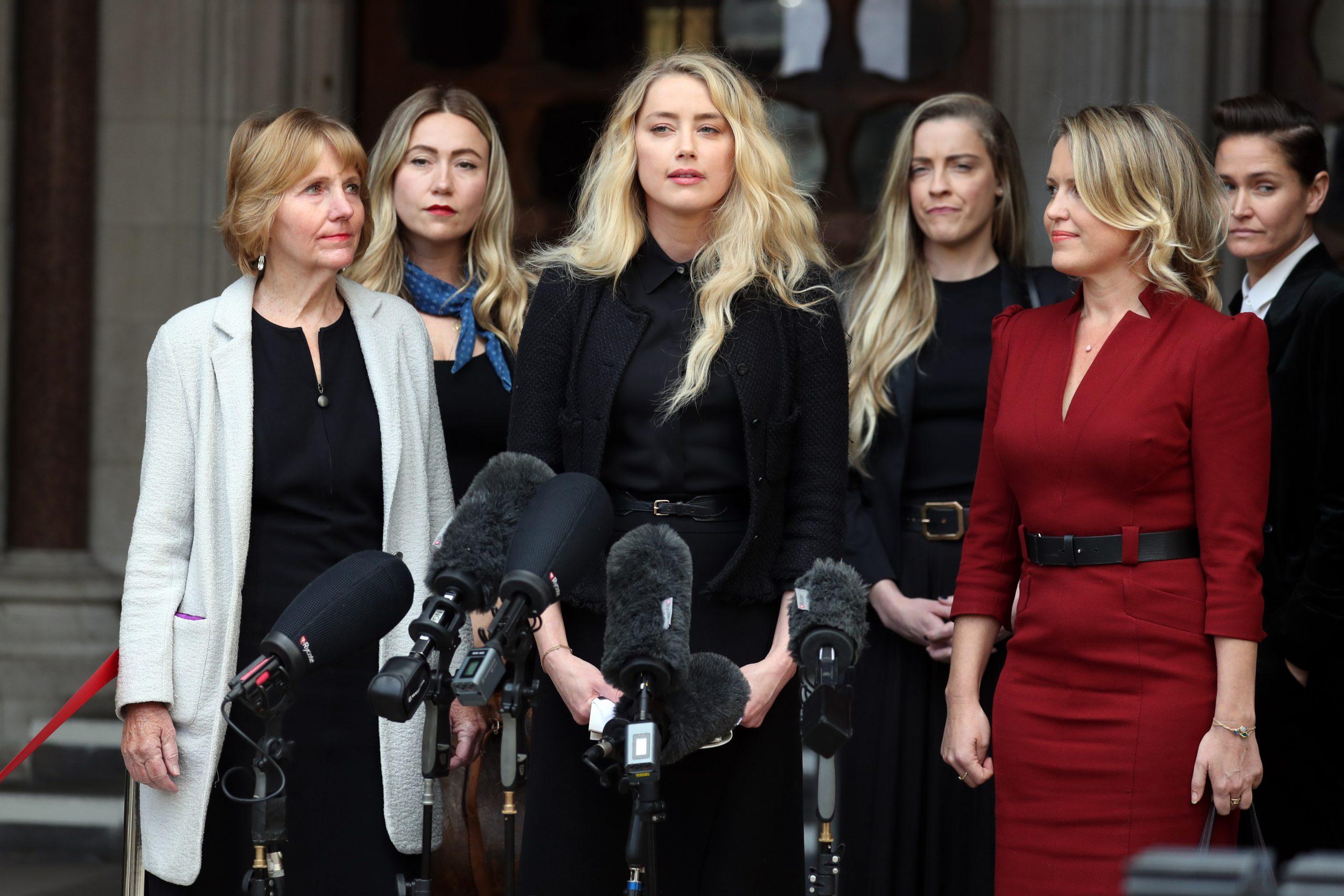 Amber Heard el 28 de julio de 2020 afuera de la corte en Londres.