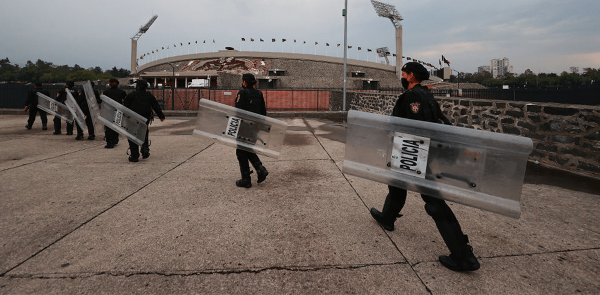 ¡Les cayó la ley! Policía tomó control de las oficinas corporativas de Cruz Azul para hacer cateos