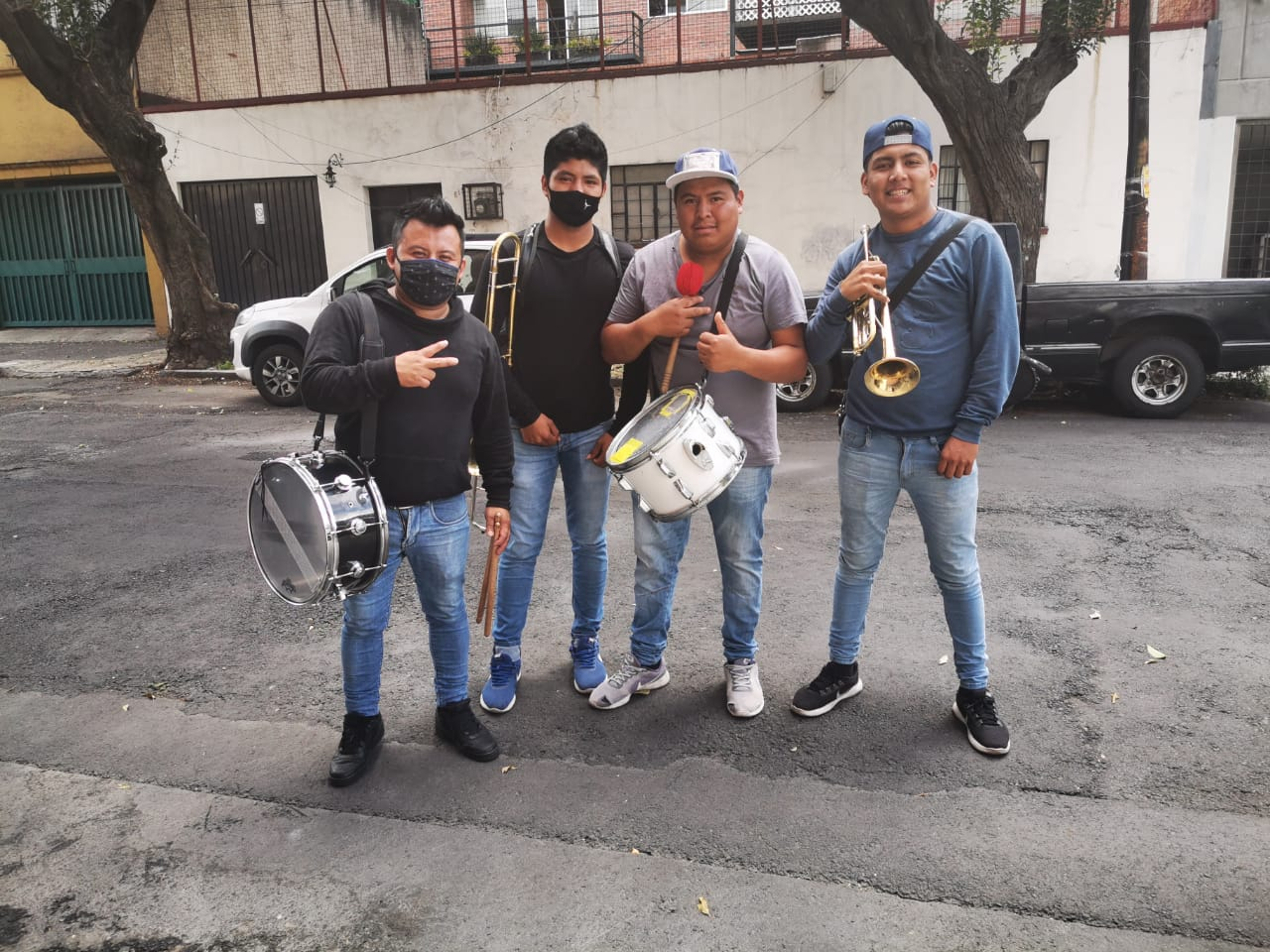 Del escenario a las calles: La historia de la banda sinaloense que está alegrando a la colonia Del Valle