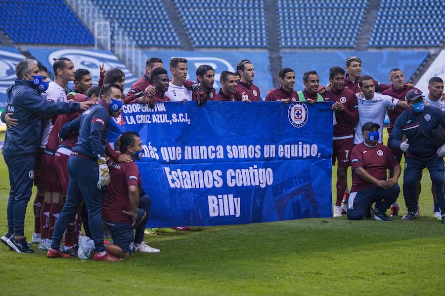 Twitter explota contra la pancarta de Cruz Azul en apoyo a Billy Álvarez