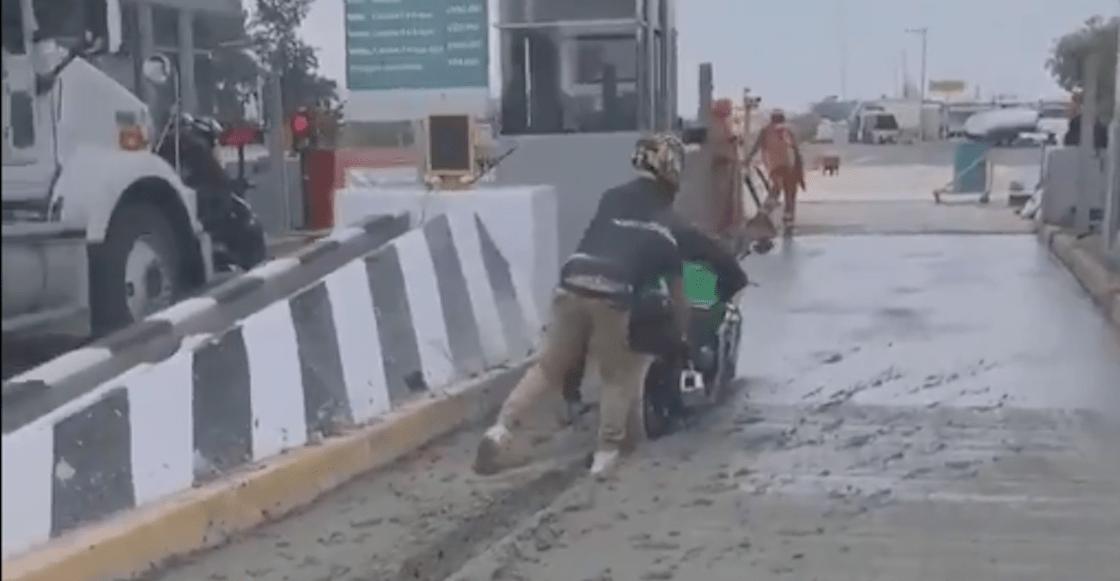 moto-motociclista-atora-cemento-fresco-caseta-video-estado-de-mexico-02
