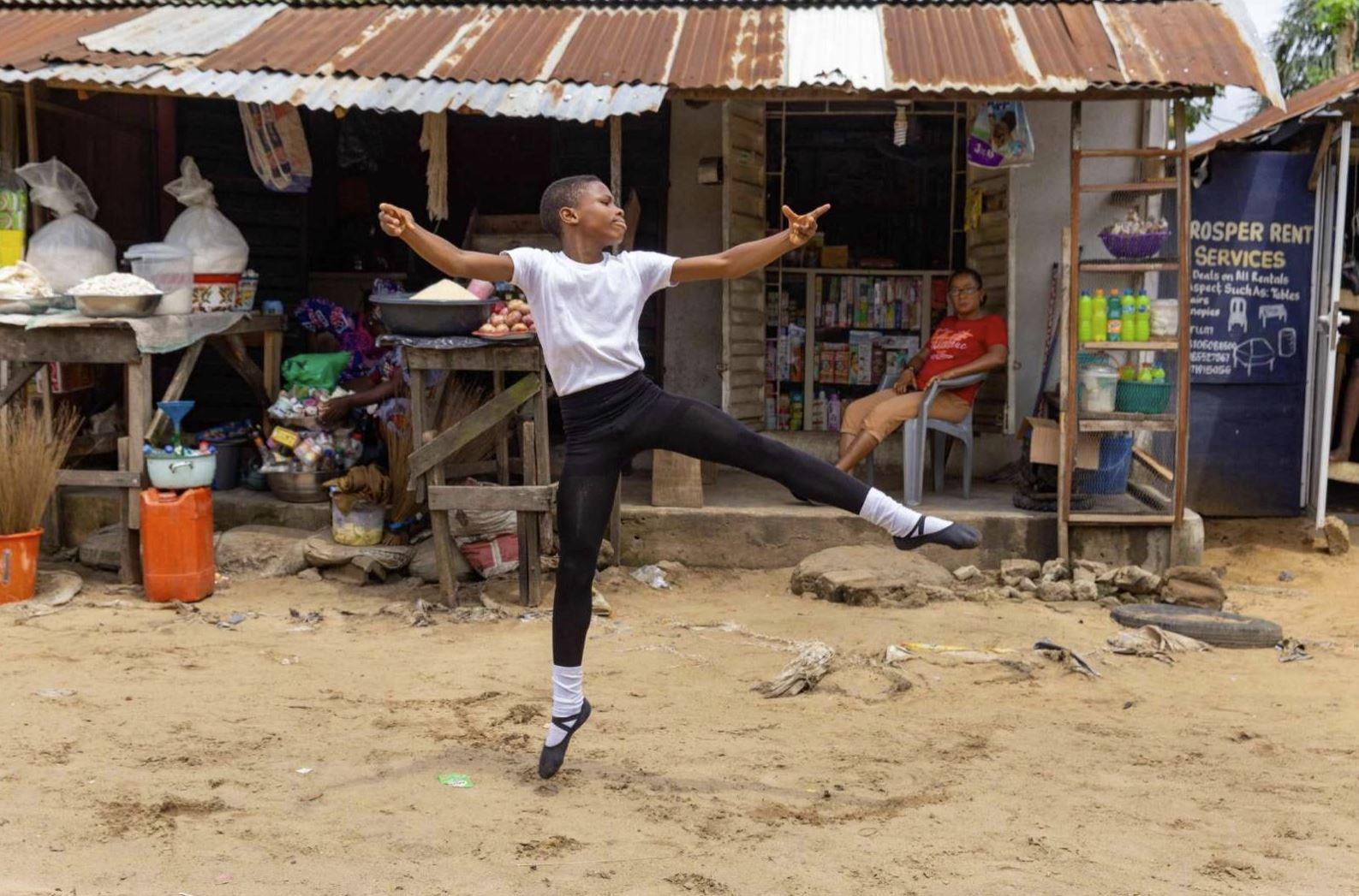¡Qué talento! Niño nigeriano gana beca de una escuela de ballet en Nueva York por un video viral