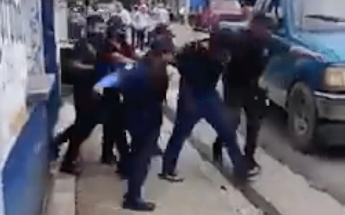 policias-chiapas-golpean-hombre