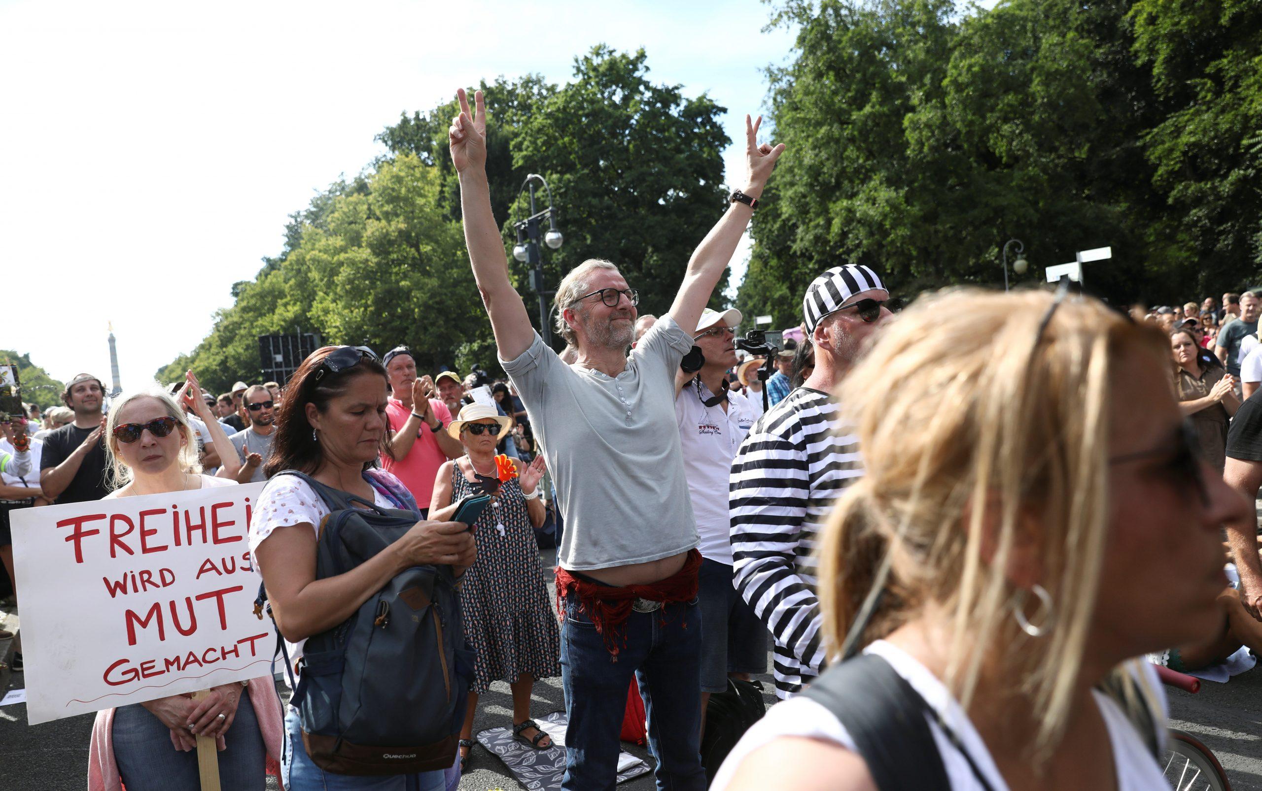Protestan en Berlín contra las medidas sanitarias para contener al coronavirus