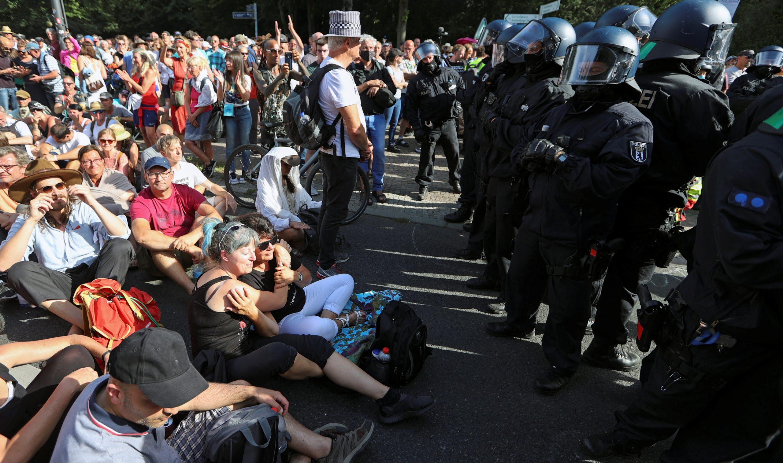 Protestan en Berlín contra las medidas sanitarias para contener el coronavirus
