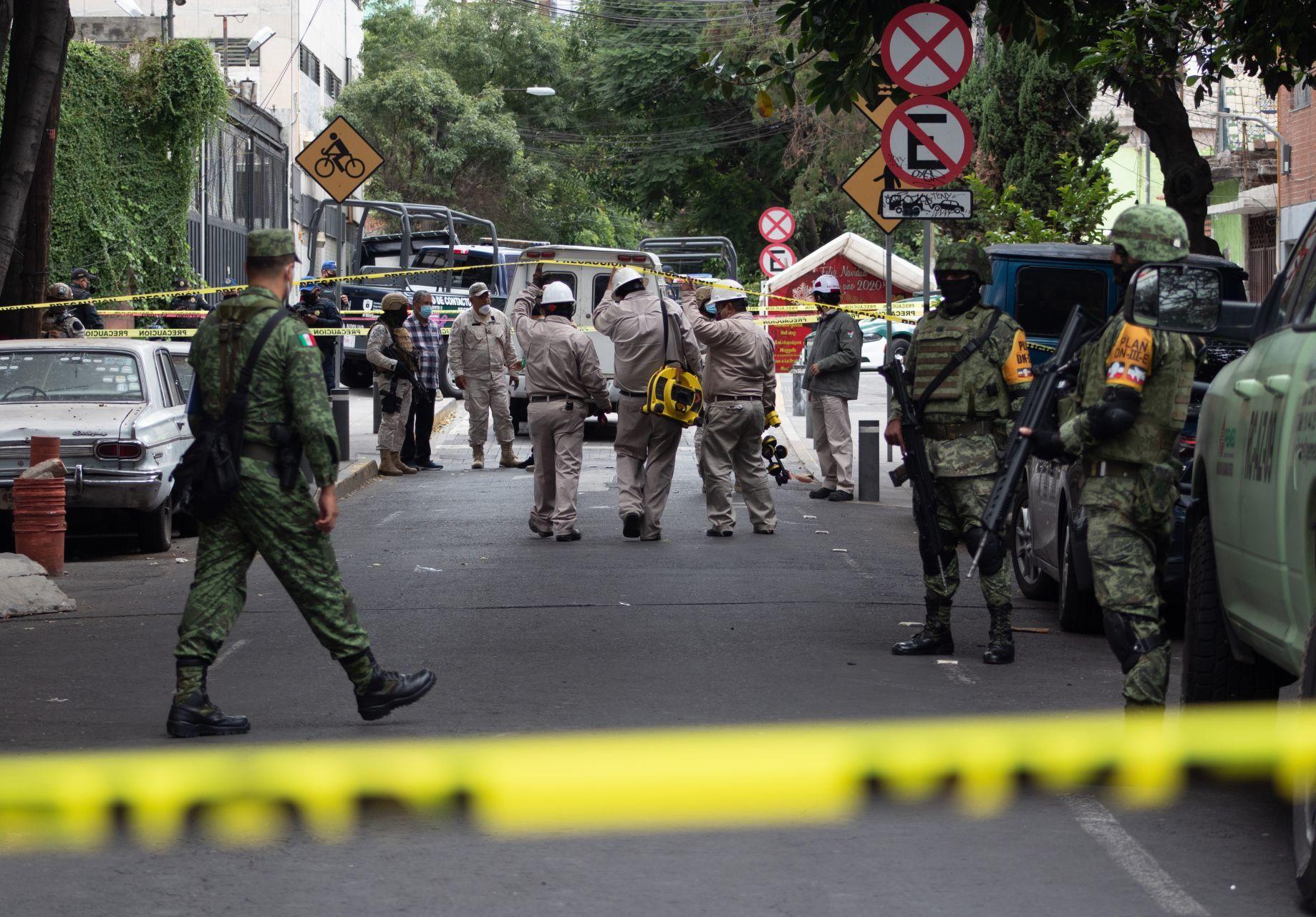 Encuentran toma clandestina de combustible en la Miguel Hidalgo