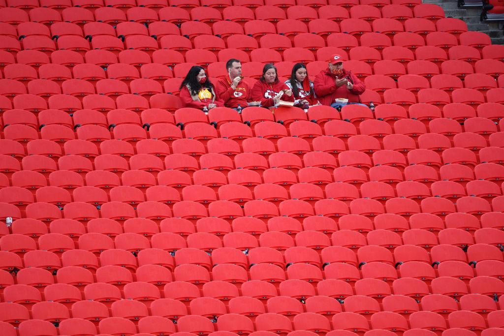 Aficionados presentes kickoff de NFL