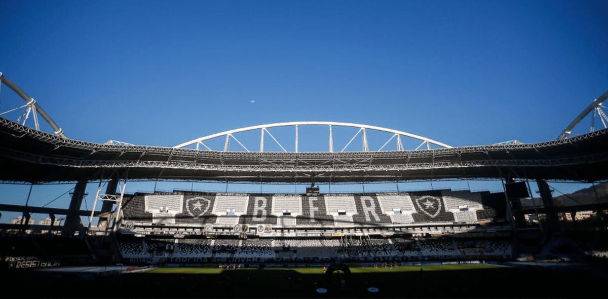Oye, tranquilo: Jugador del Botafogo pateó al VAR tras gol anulado