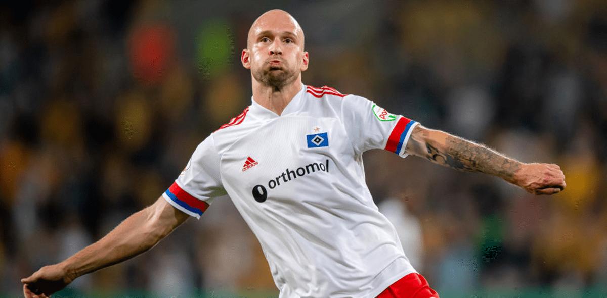 Le salió barato: Anuncian sanción para Toni Leistner del Hamburgo tras subir a la tribuna para agredir a un aficionado