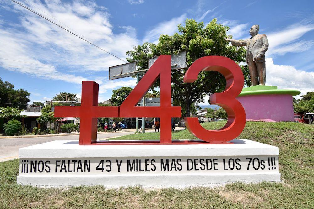 ayotzinapa-desaparicion-43-escuela-rural