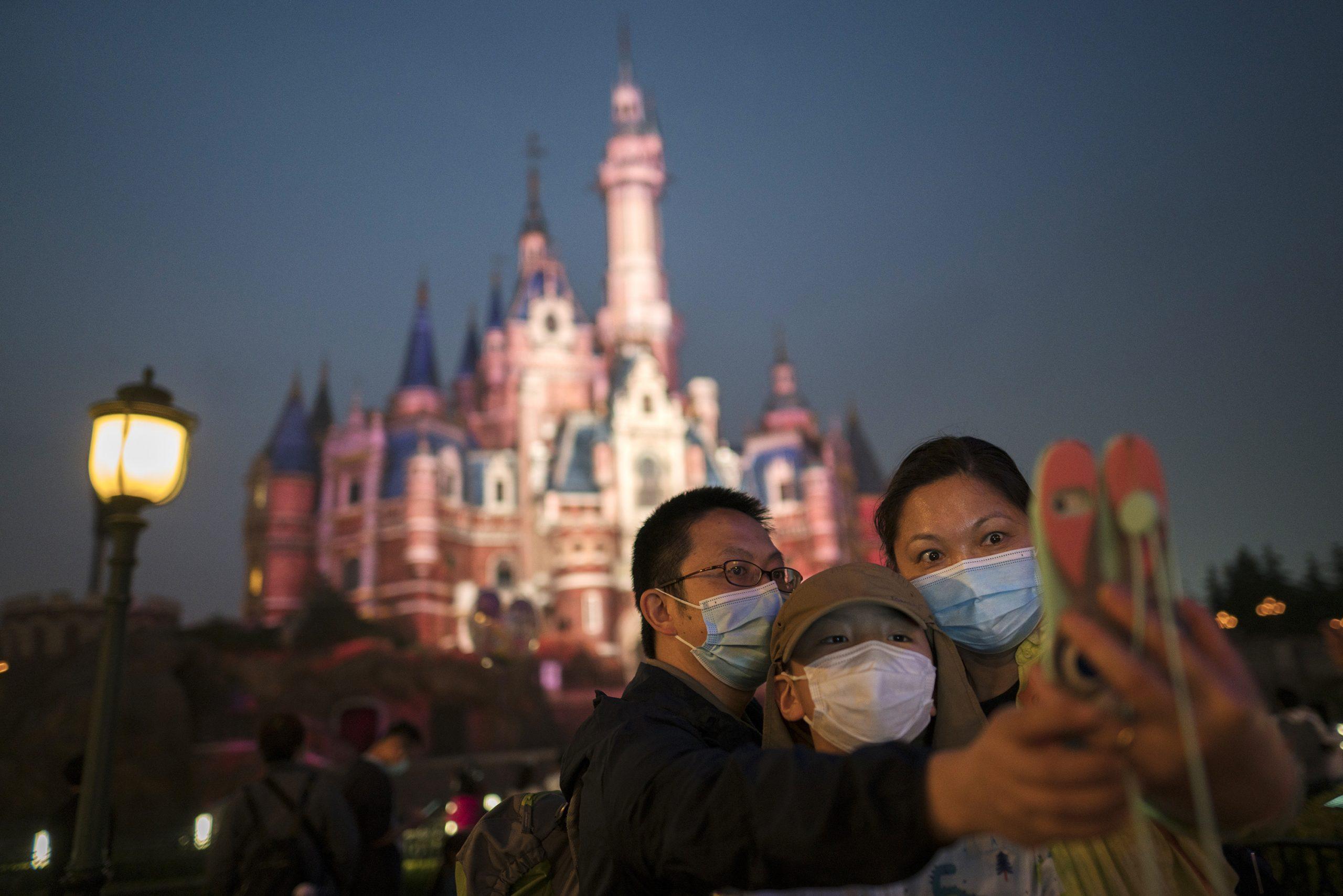 Disney despedirá a 28 mil empleados de sus parques por el coronavirus