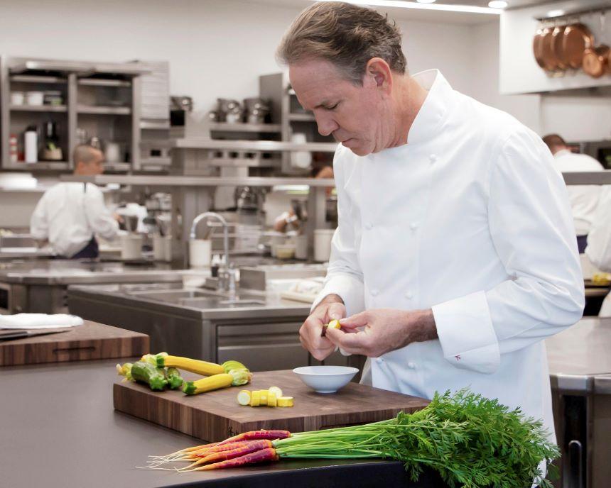 Chef Thomas Keller sube al triple su menú y todavía pide donativos para sus empleados