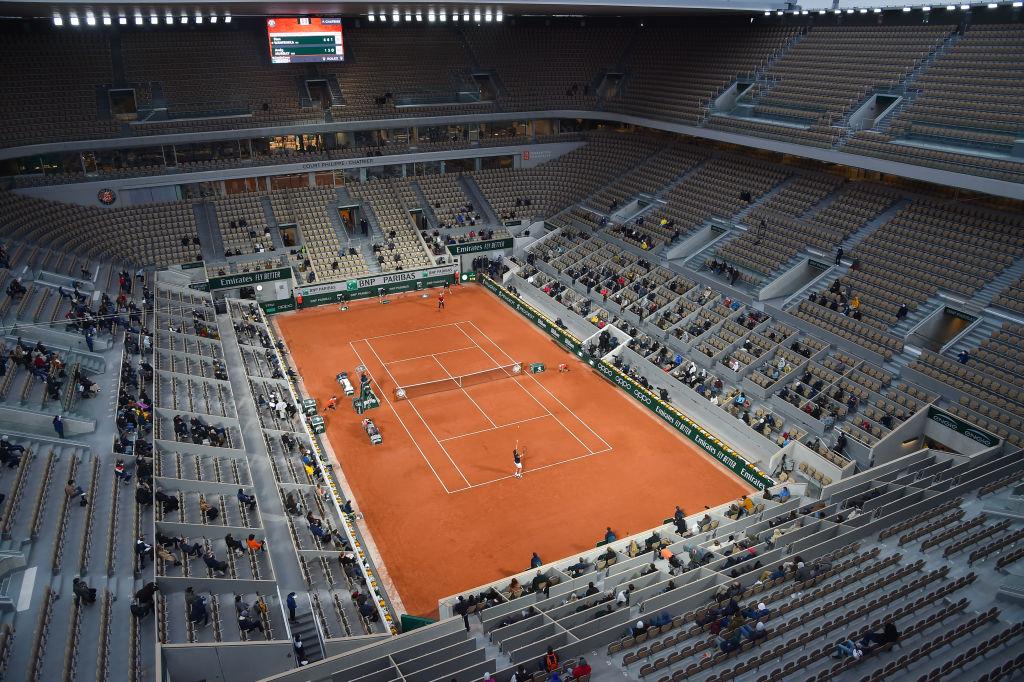 ¿Una bomba? El momento en el que una 'explosión' detuvo un partido en Roland Garros
