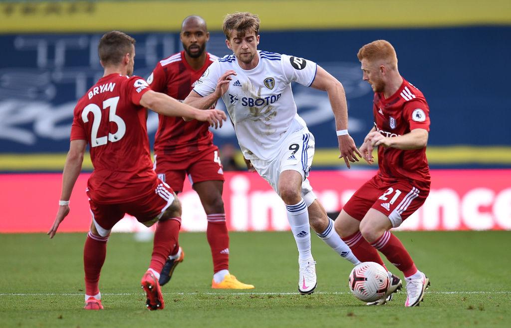Penales, un golazo y una victoria histórica: Leeds United volvió a ganar en la Premier League