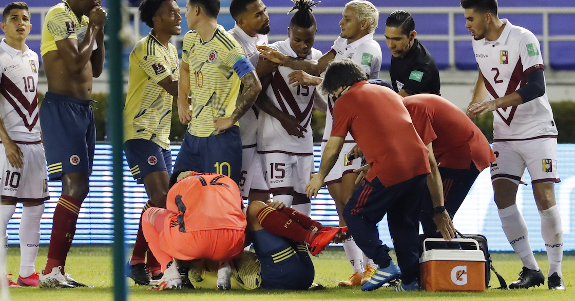 ¡Adiós temporada! La escalofriante lesión de Santiago Arias en el Colombia-Venezuela