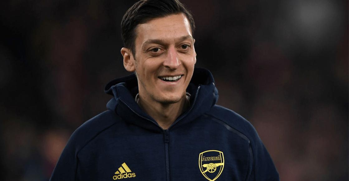 """Agente de Özil explotó contra Mikel Arteta por """"injusto"""" y """"deshonesto"""""""