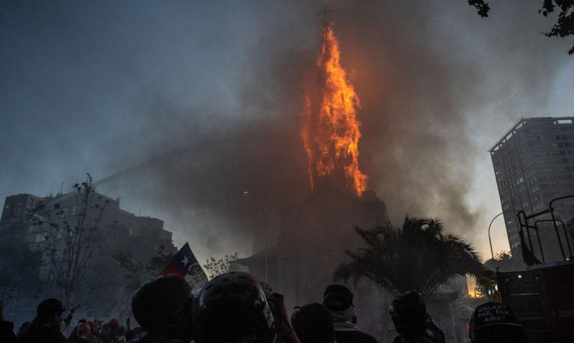 chile-iglesia-fuego-estallido