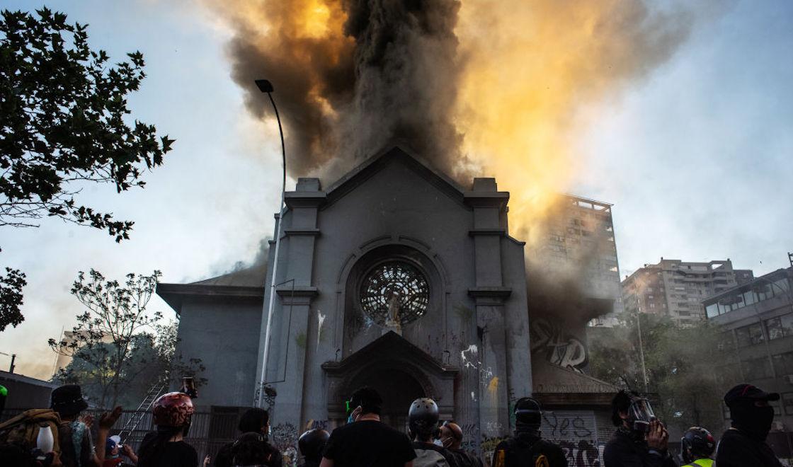 chile-iglesia-incendio