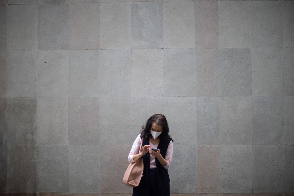 Nuevo estudio revela que el coronavirus puede vivir hasta 28 días en la pantalla del celular
