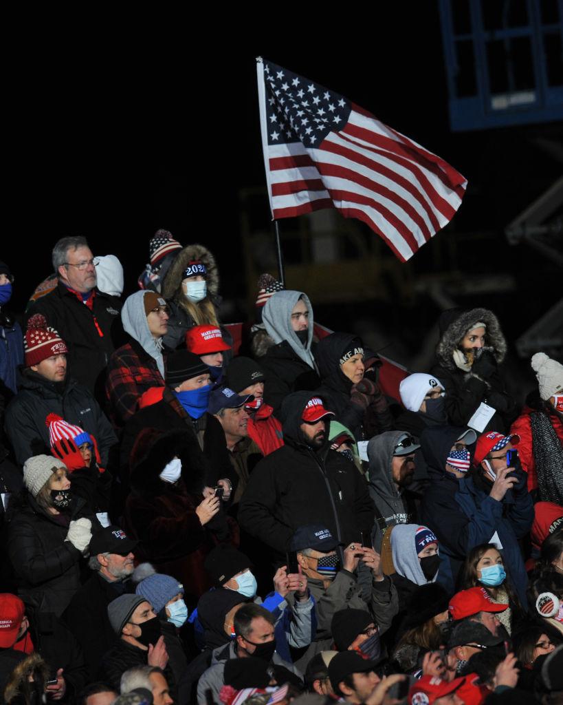 Varios simpatizantes de Donald Trump son hospitalizados al quedar varados en un rally