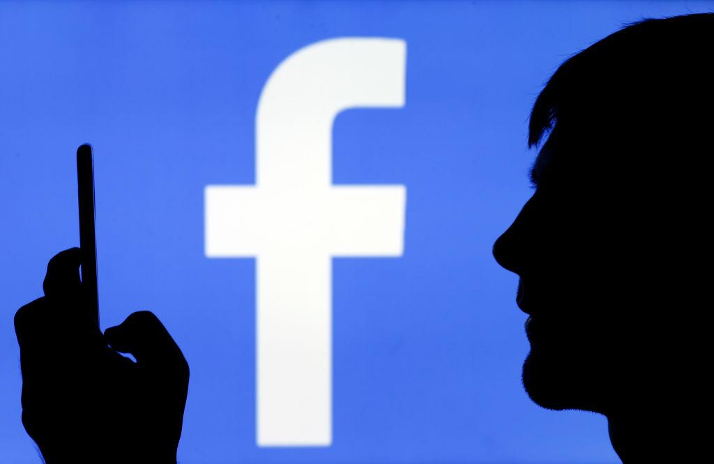 ¡Órale! El modo oscuro llega a Facebook móvil y te decimos cómo activarlo