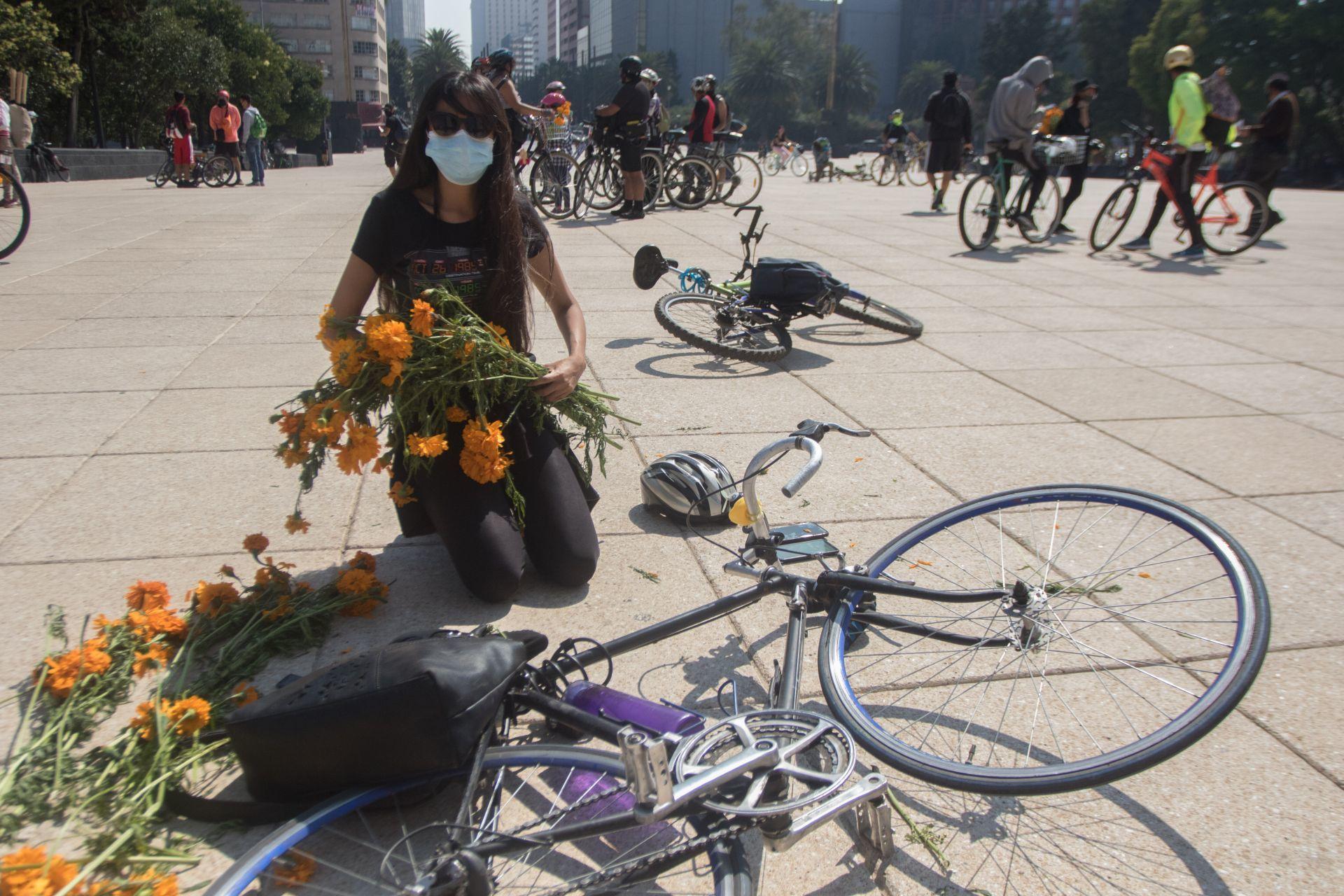 #LutoCiclista: Las imágenes de la protesta en el Monumento a la Revolución por ciclistas atropellados