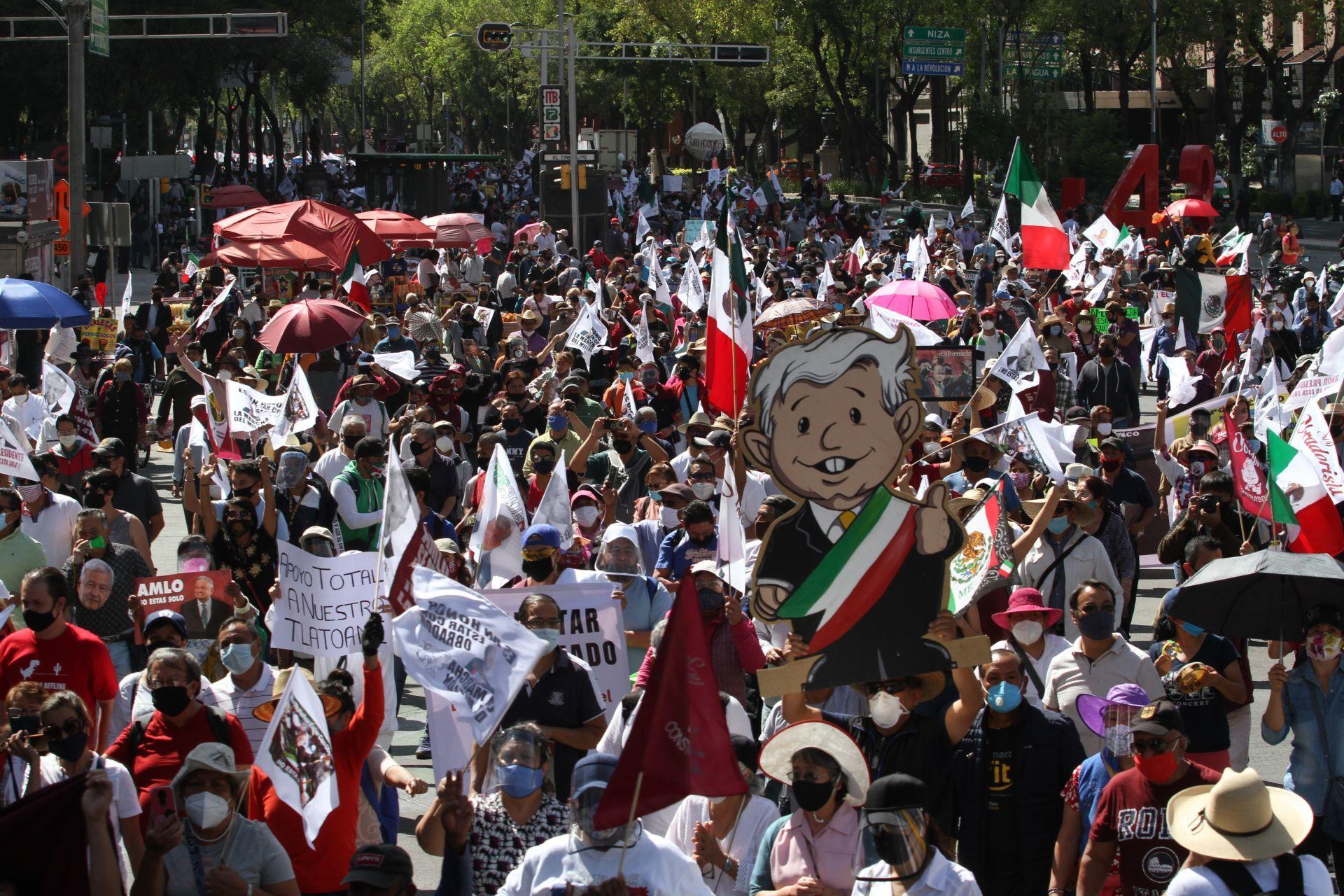 """En imágenes: Así se vivió la """"Marcha del millón"""" para mostrar apoyo a AMLO"""